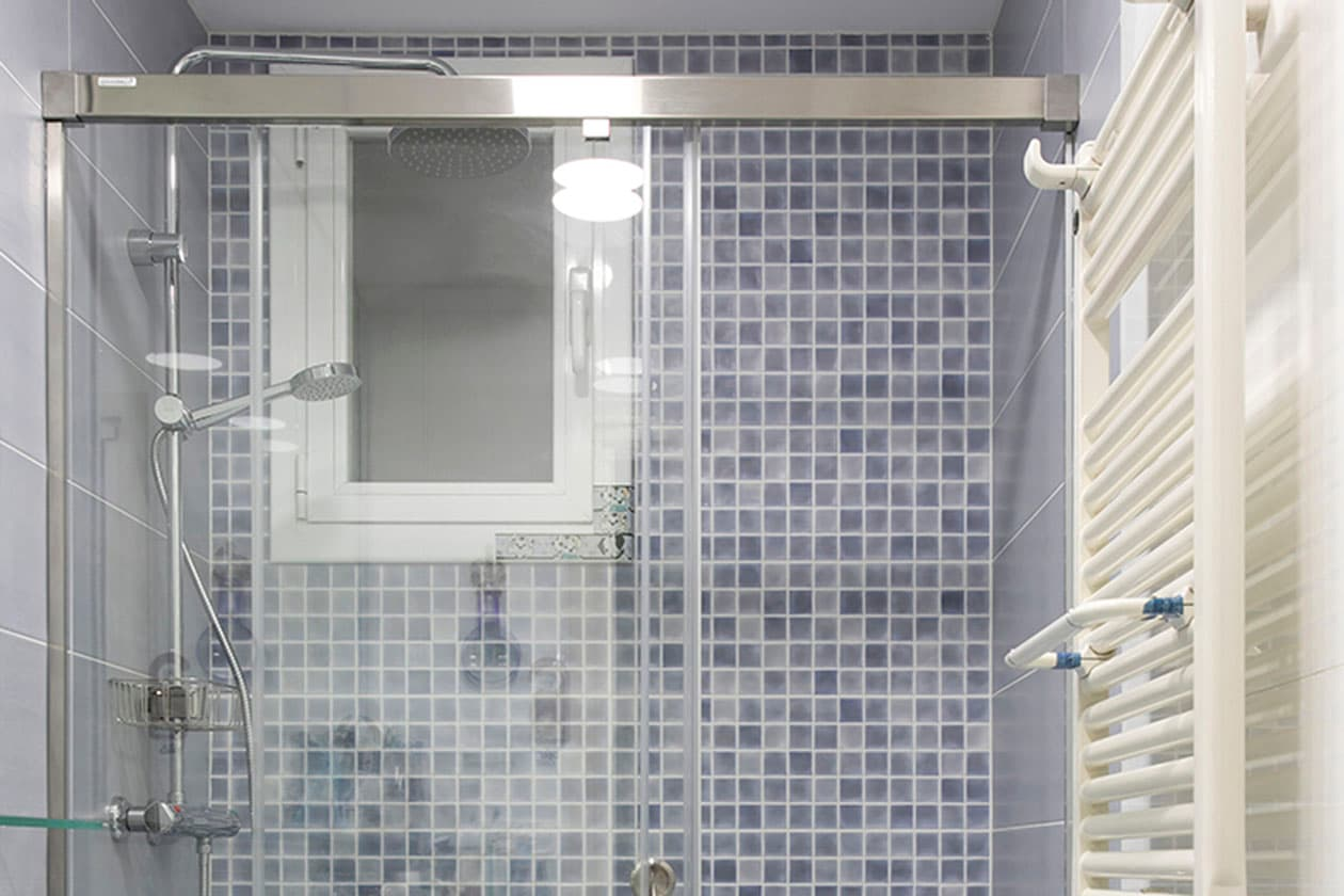 Ducha baño azulejos