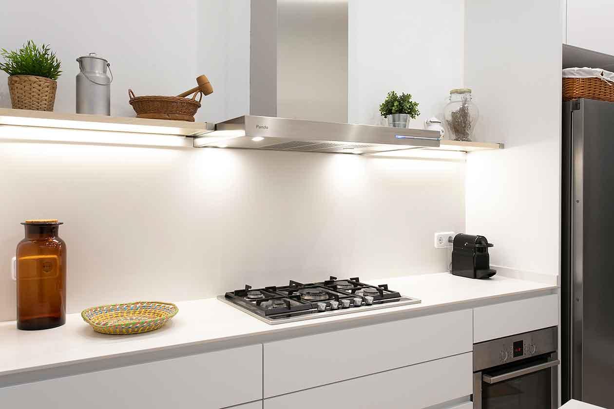 Cocina, campana y horno de la cocina
