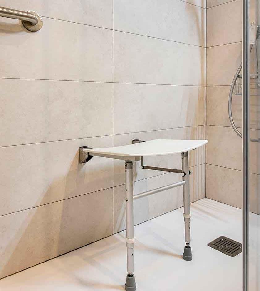 Ducha adaptada del baño reformado