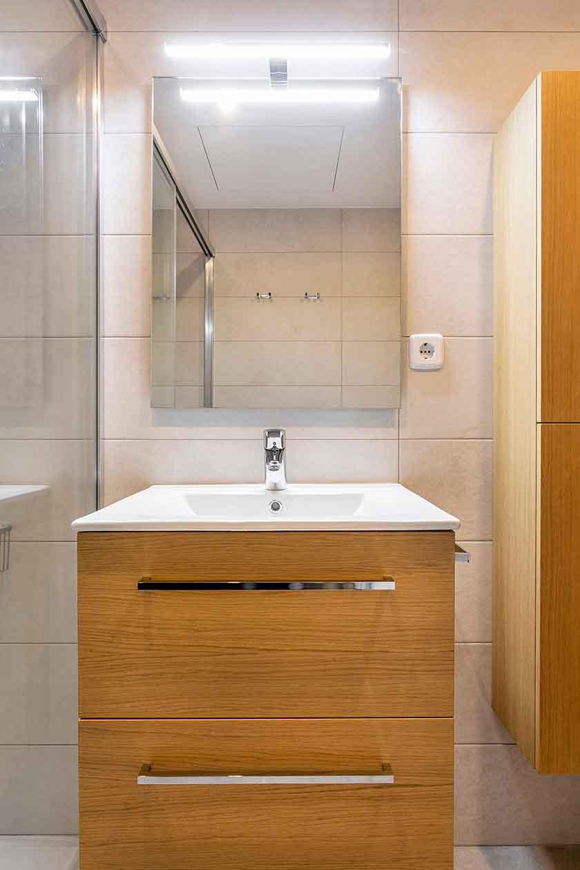 Pica y cajones del baño reformado