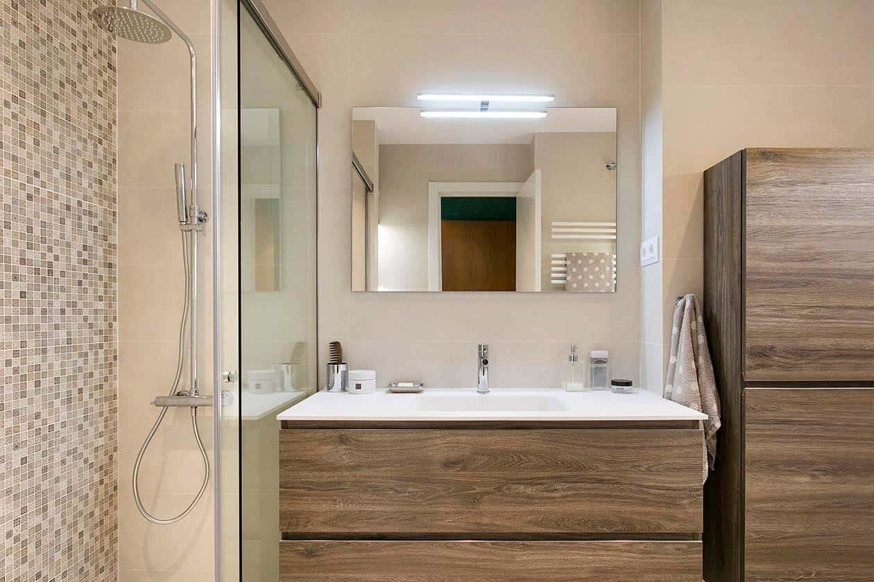 Pica,a rmario y ducha de baño reformado