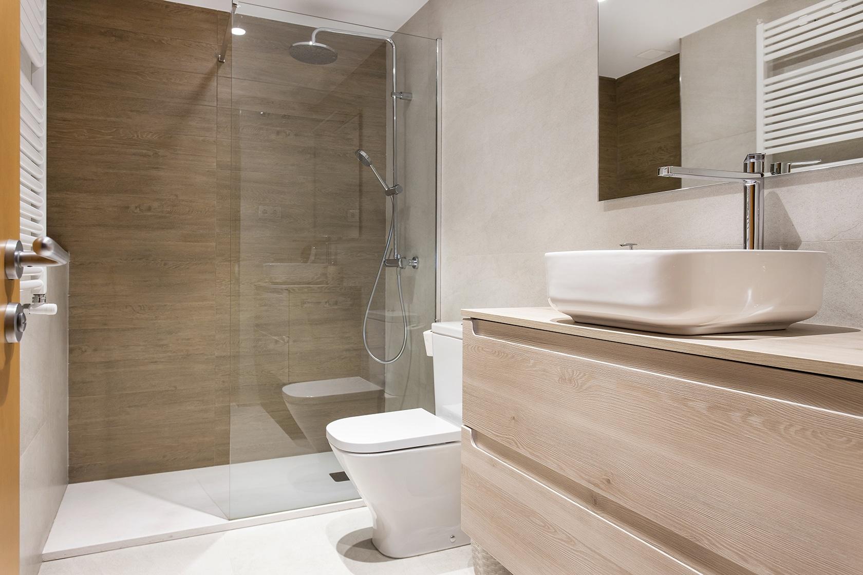 Vista general del baño reformado