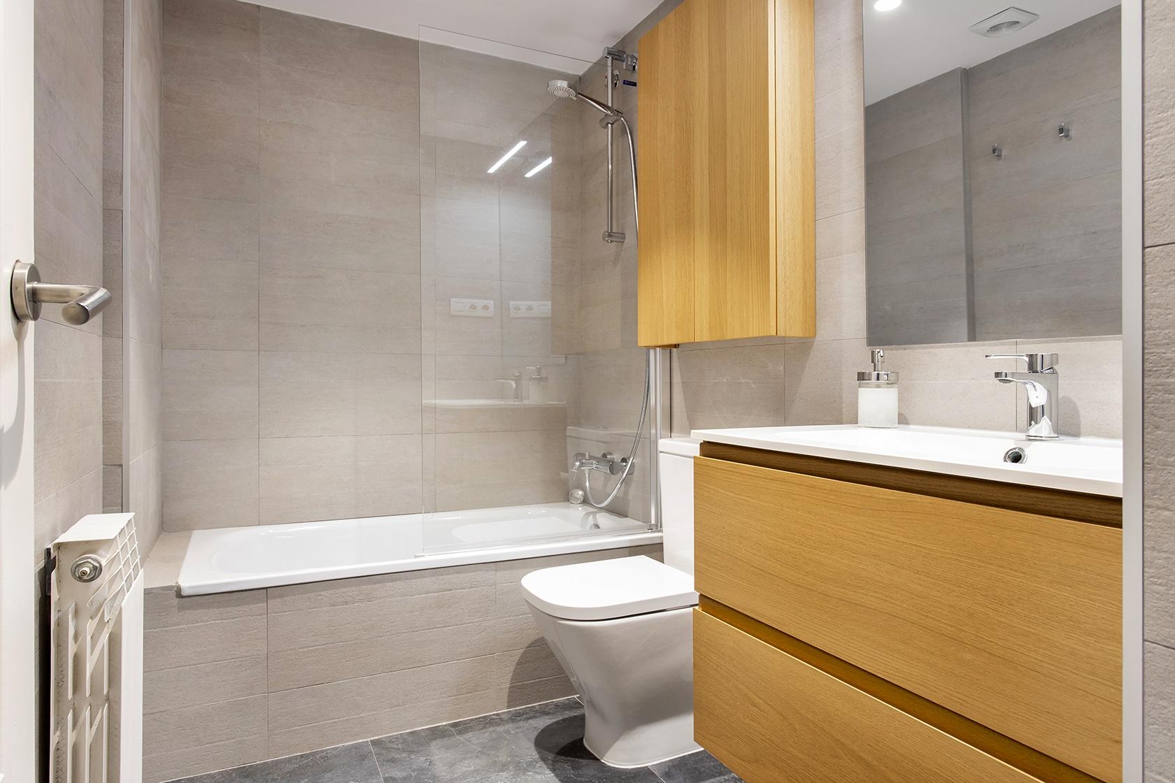 Bañera, inodoro y pica del baño