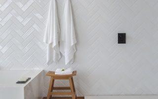 toalleros y taburete para baño