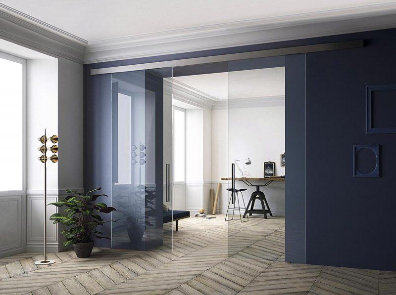 Puertas correderas de cristal con raíl exterior para ambientes de corte contemporáneo