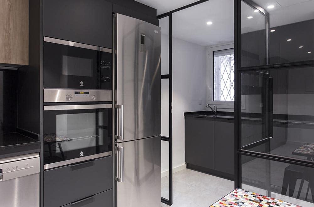 puerta transparente de cocina