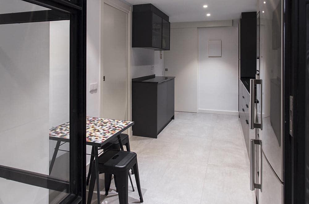 entrada de cocina en negro