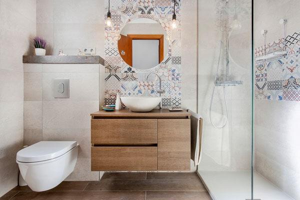 Baño con mosaicos