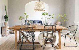 mesa calida con plantas
