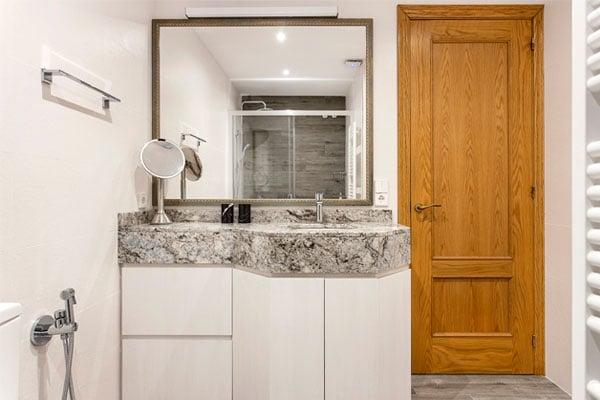Baño y encimera de mármol