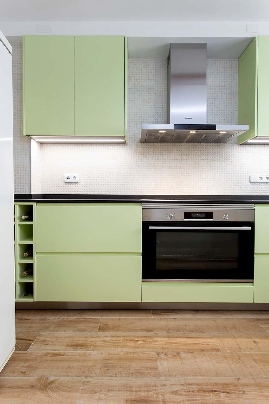 Encimera y muebles de cocina verdes