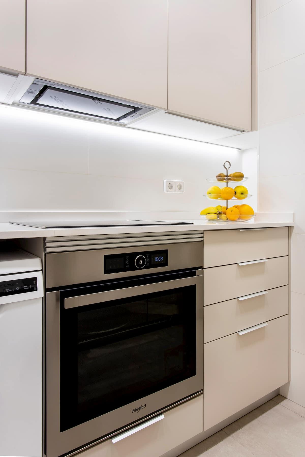 Cocina alargada con horno