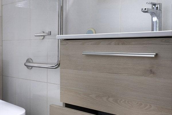 mueble de madera para baño