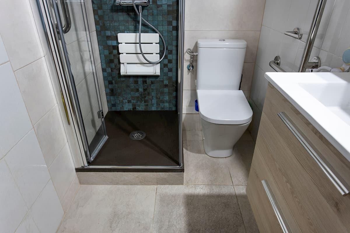 ducha con asiento plegable