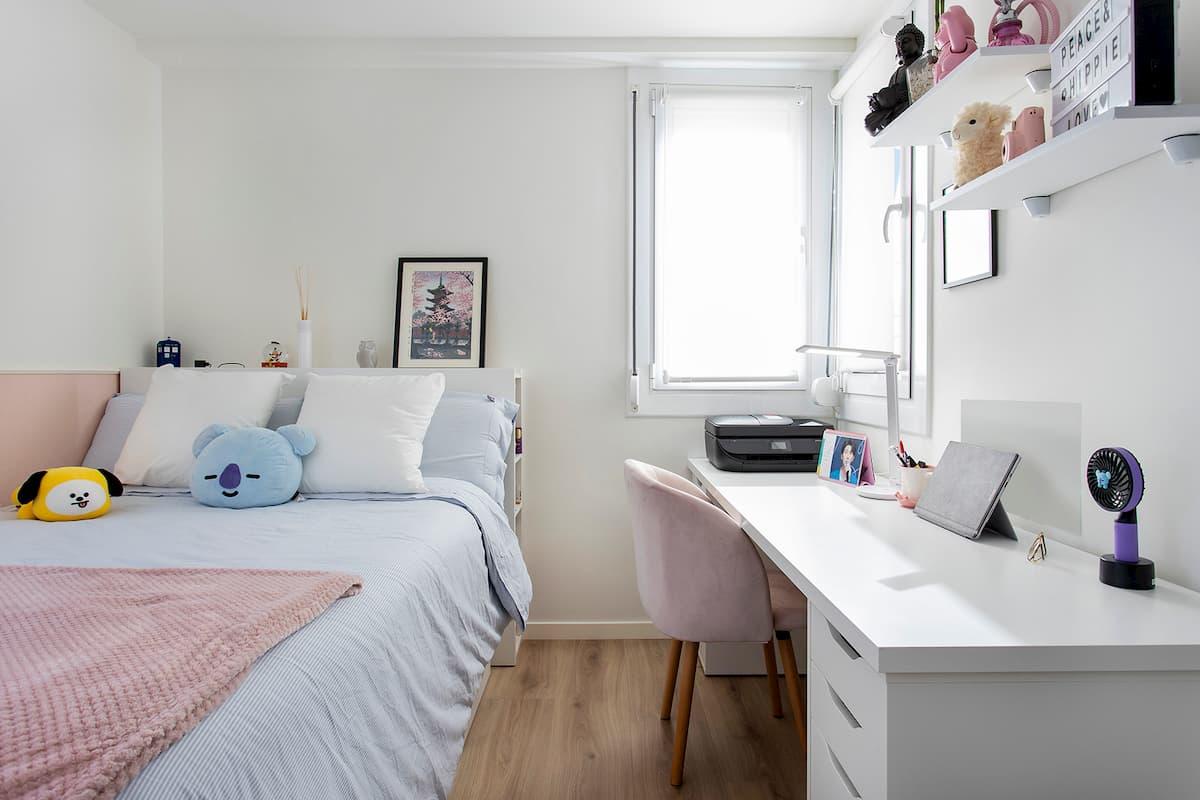 cama doble y escritorio