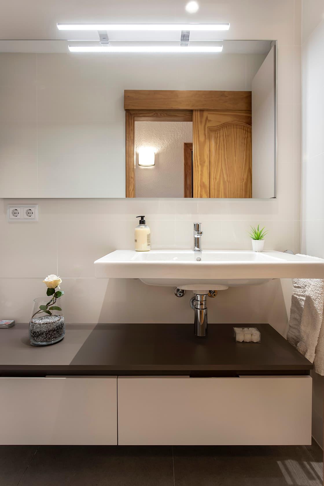 pica de baño minimalista