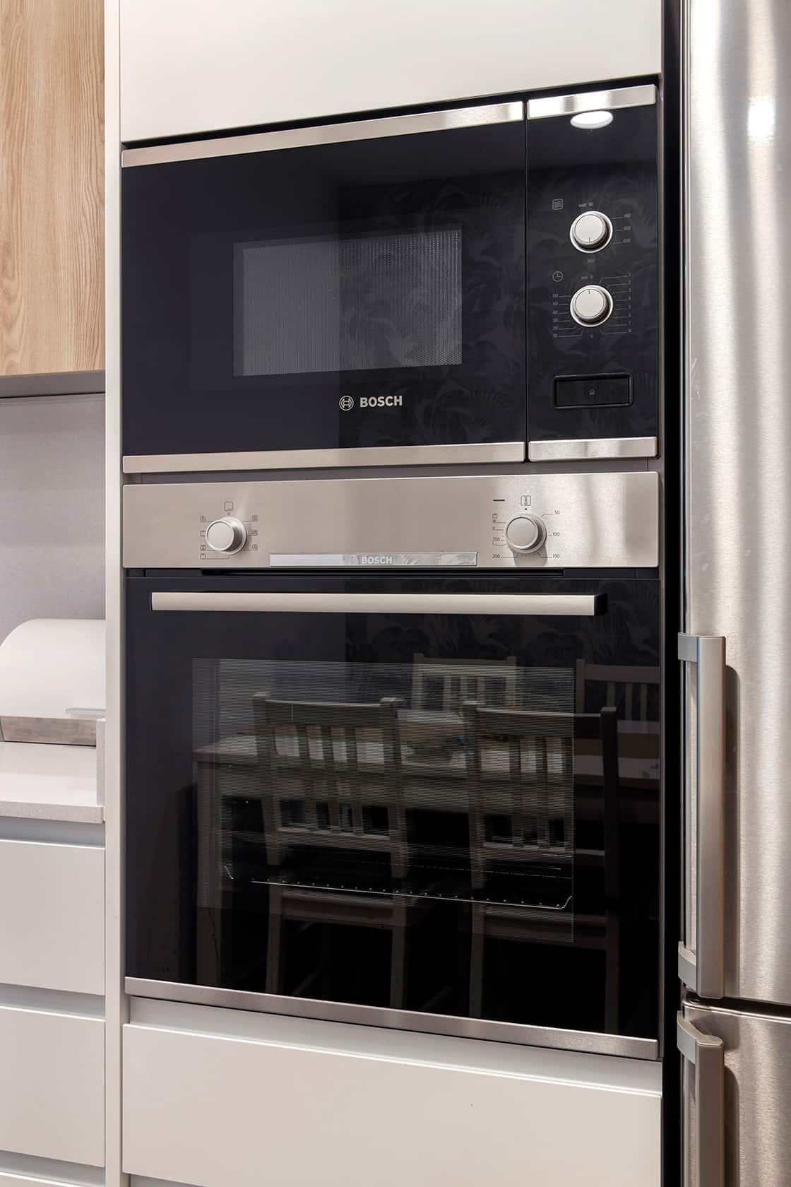 horno y microondas negros