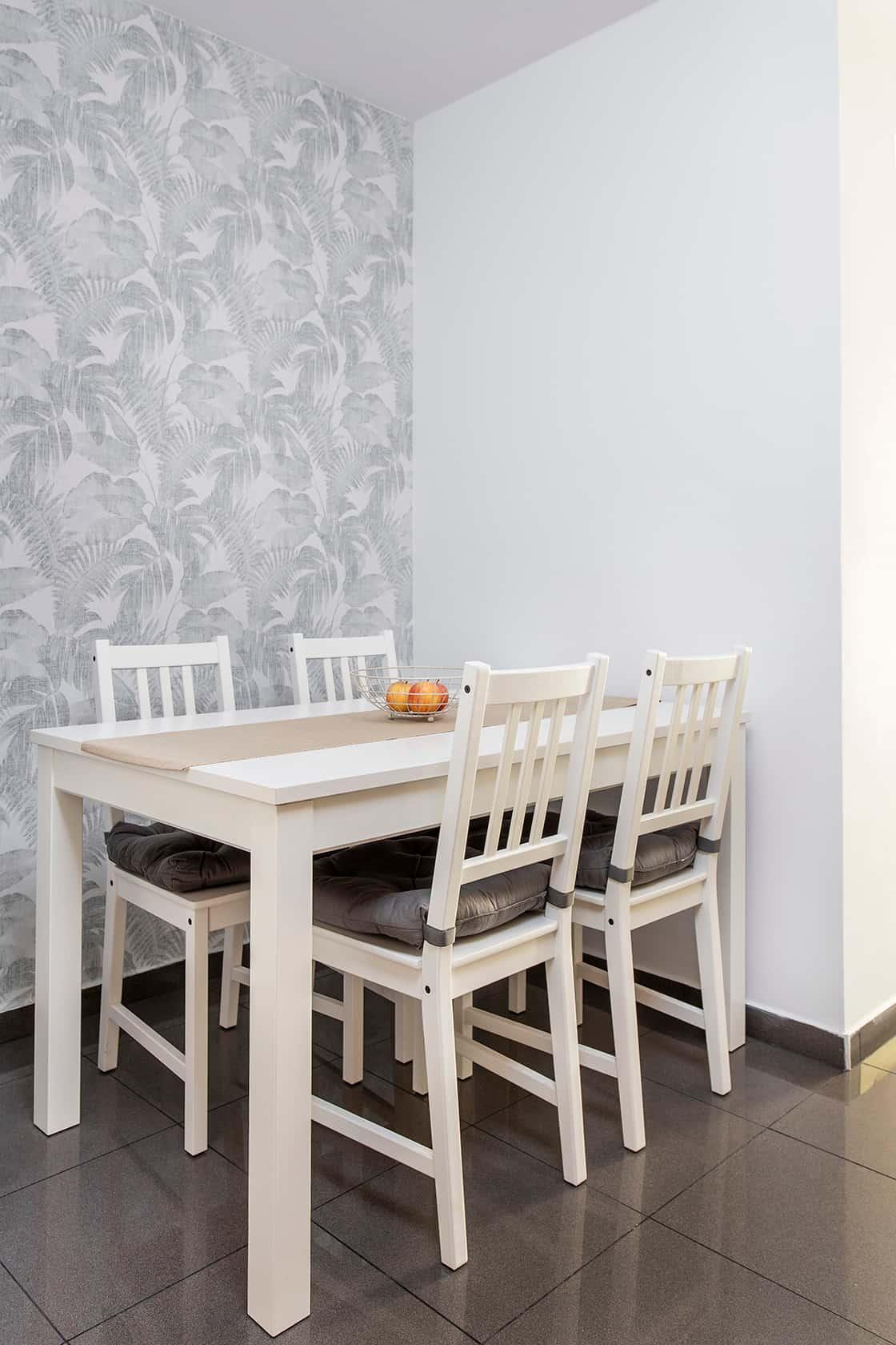 comedor con papel de pared