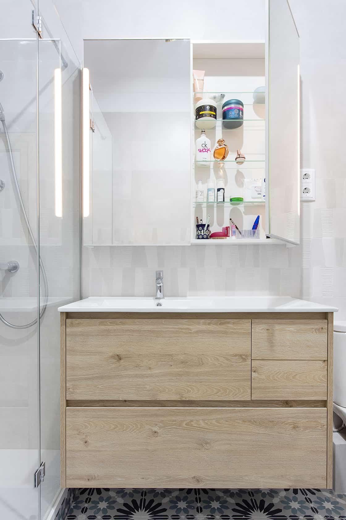 baño con almacenamiento