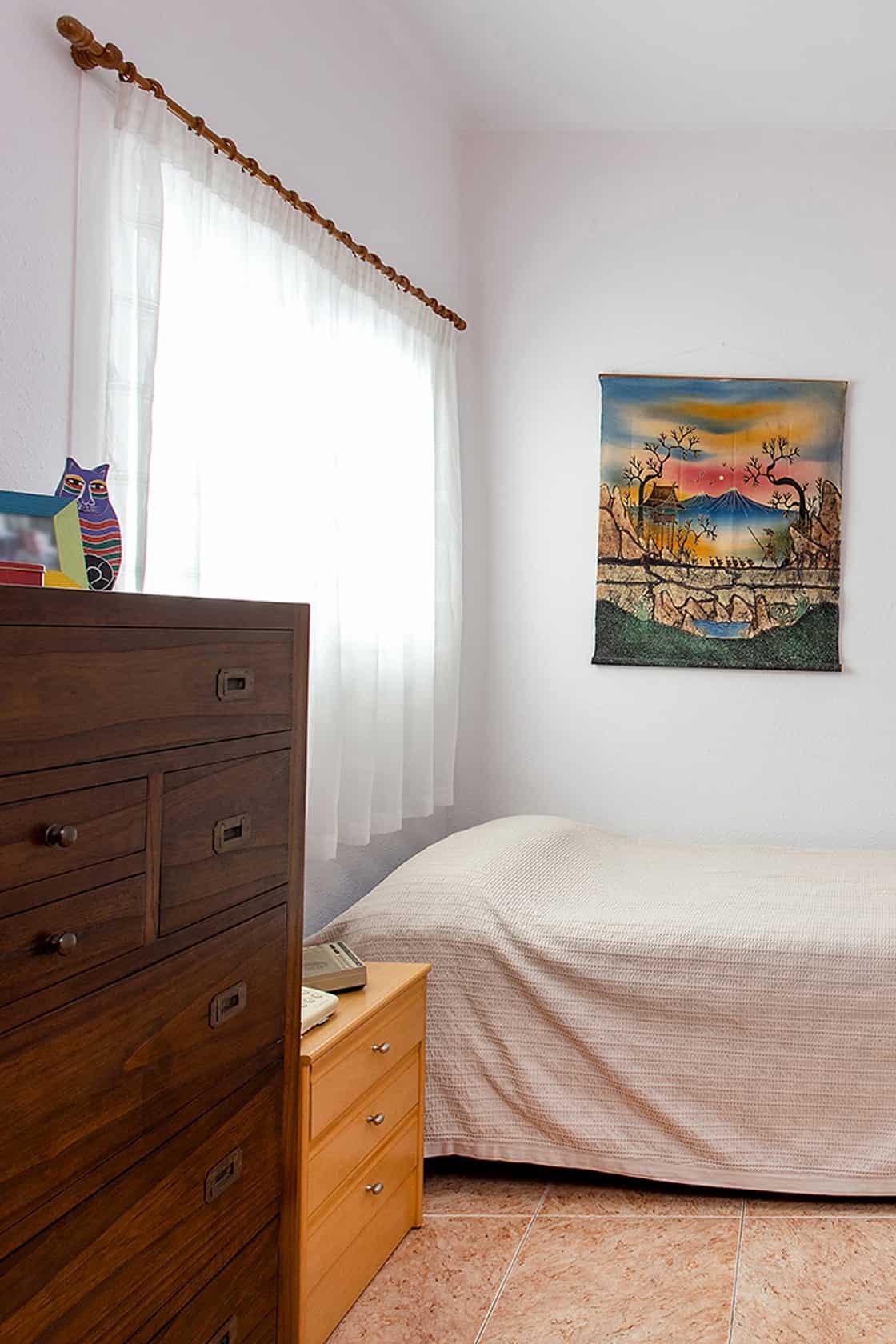 dormitorio con ventana