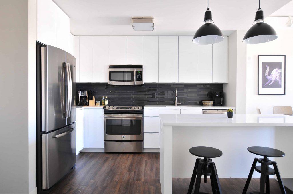 Cocinas ocultas y mobiliario flexible