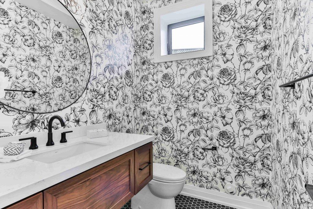 Papel pintado para baños, la tendencia para crear baños originales